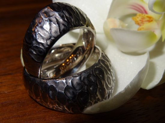 Trauringe aus 925er Silber schwarz rhodiniert