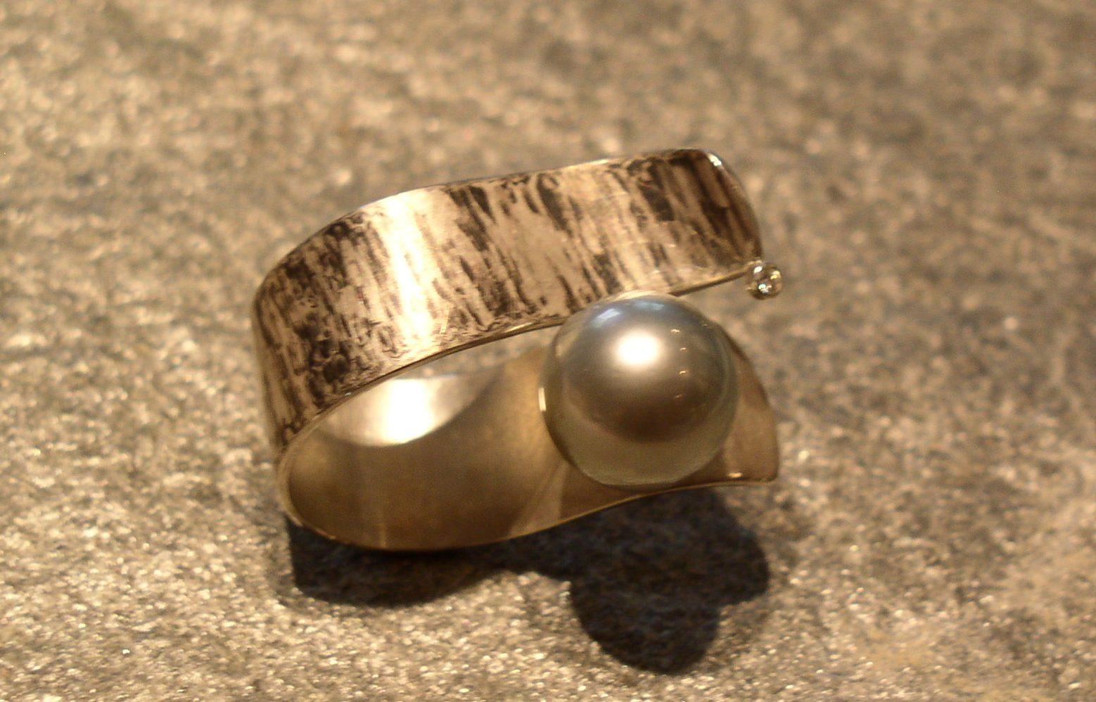Ring 925 Silber mit Palladium und Tahitiperle von Stephanie Henzler - Goldschmiede-Atelier