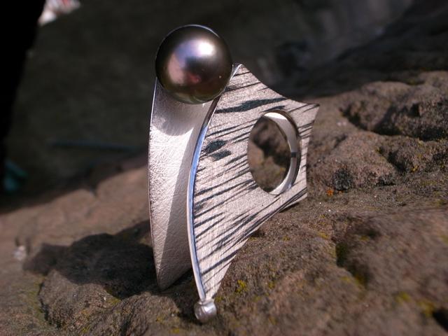 Ring 925-Silber und Palladium Tahitiperle schwarz von Stephanie Henzler - Goldschmiede-Atelier