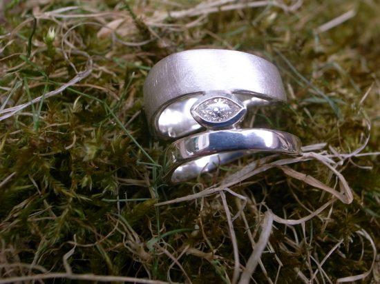 Eheringe 925 Silber mit Diamant in Navetteform von Stephanie Henzler - Goldschmiede-Atelier