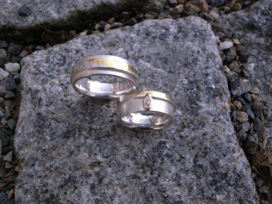 Ehering Silber mit Feingold und Diamant in Navetteform