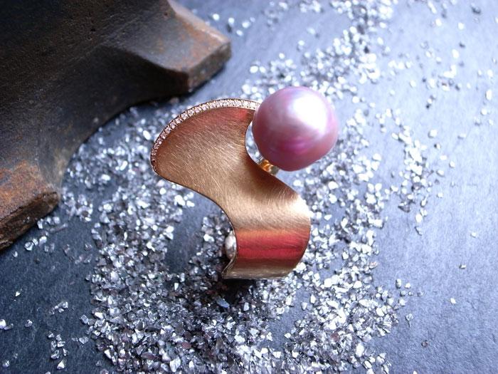 StephanieHenzler Ring PINK WAVE 750-Rosegold mit 1 Kasumigauraperle und Brillaten