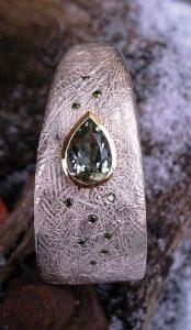 Armreif Silber Gold Prasiolith grüne Brillanten von Stephanie Henzler - Goldschmiede-Atelier