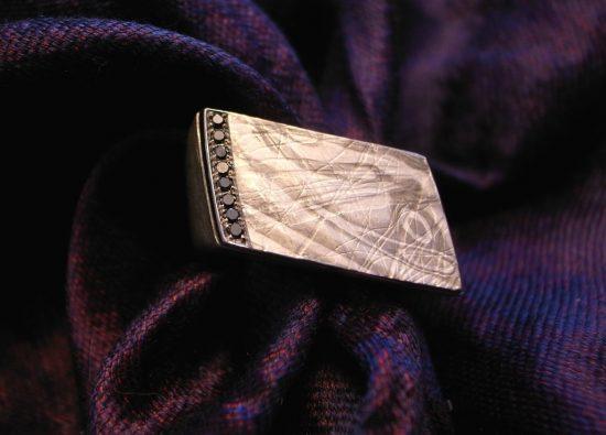 Männerring in Silber mit Palladium und 8 schwarzen Brillanten 0,7 ct von Stephanie Henzler
