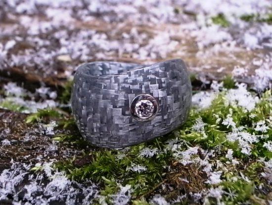 Ring Alutec mit Brillant & Platin von Stephanie Henzler - Goldschmiede-Atelier