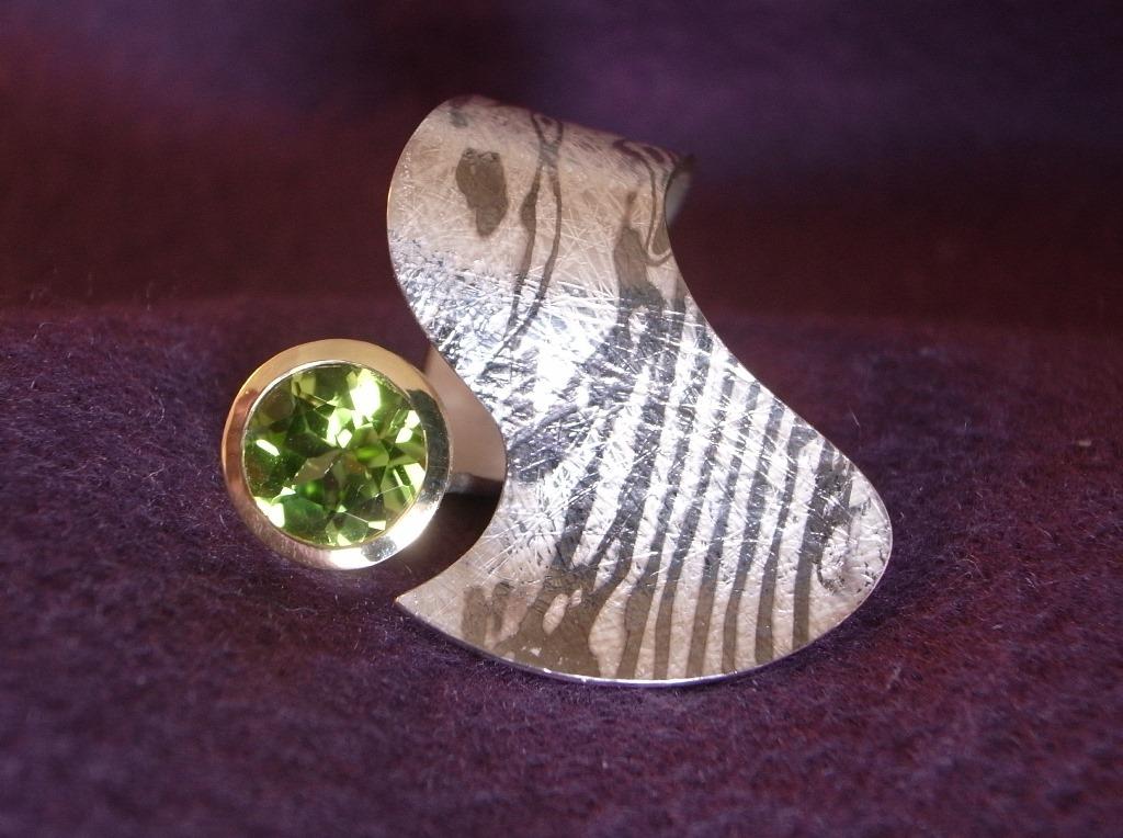 Ring Silber Palladium Peridot 2,62 ct in Gelbgoldfassung von Stephanie Henzler
