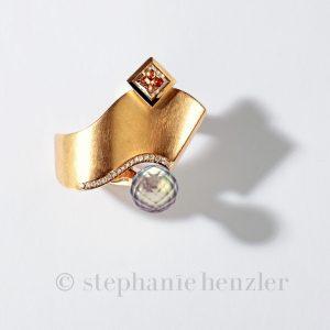 """Ring """"Queen of Wave"""" 750RG DiamantCognacPrincesscut 1,26ct. Brillanten 12x0,005ct. Wechsel-Tahitiperle graviert von Stephanie Henzler"""