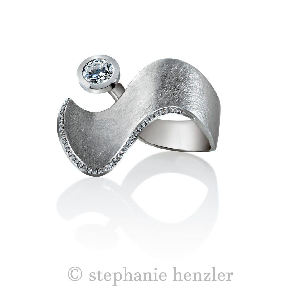 Ring Diamond Wave von Stephanie Henzler - Goldschmiede-Atelier