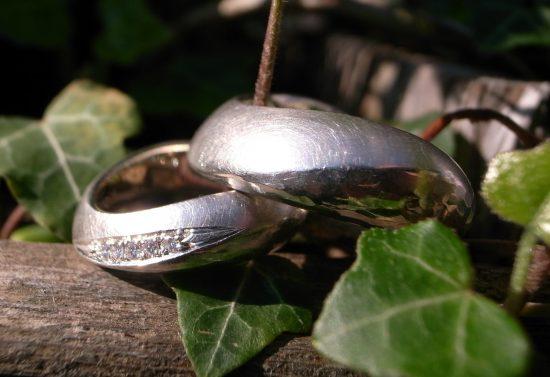 """Trauringe """"für immer"""" aus Silber mit Brillanten von Stephanie Henzler - Goldschmiede-Atelier in Nürtingen"""