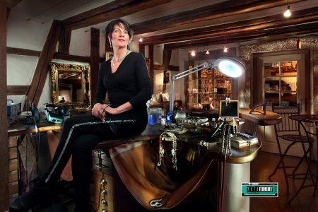 Stephanie Henzler in ihrem Goldschmiede-Atelier