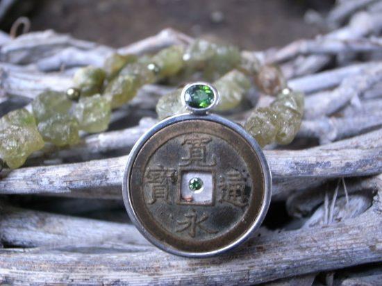 Collier 925 Silber Peridot Süsswasserperlen japan Münze 0,47ct Turmalin 0,07ct Brillant aus Stephanie Henzlers Kollektion Tokyo Line